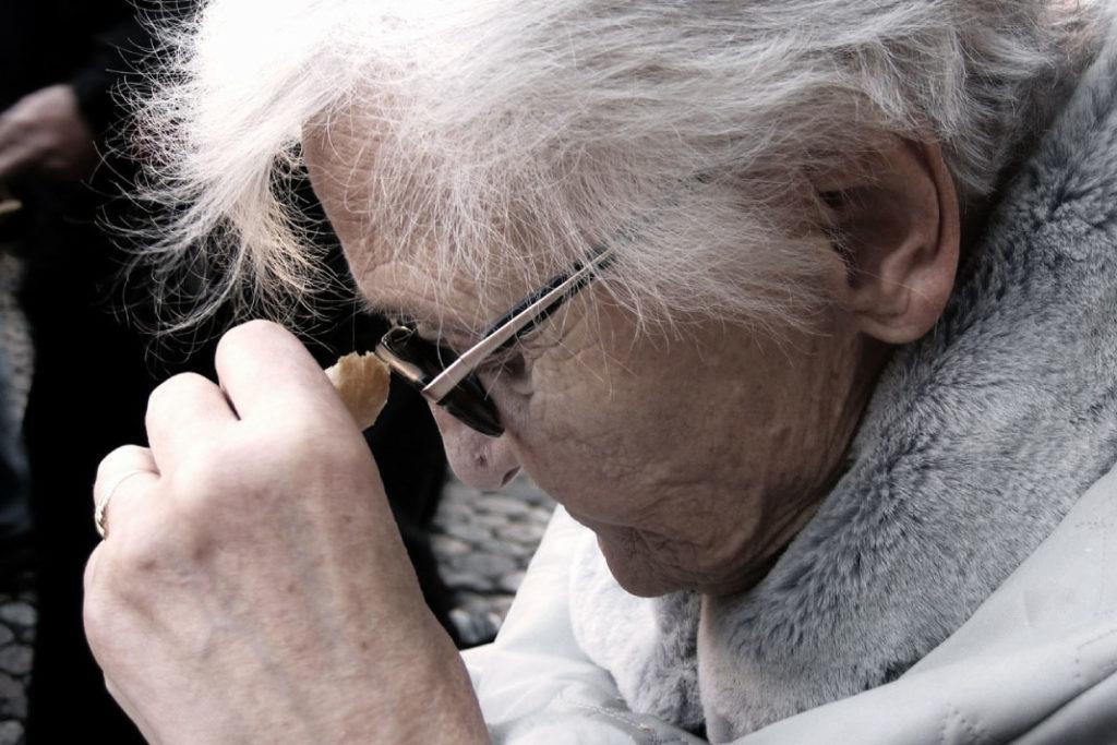 nenek kacamata